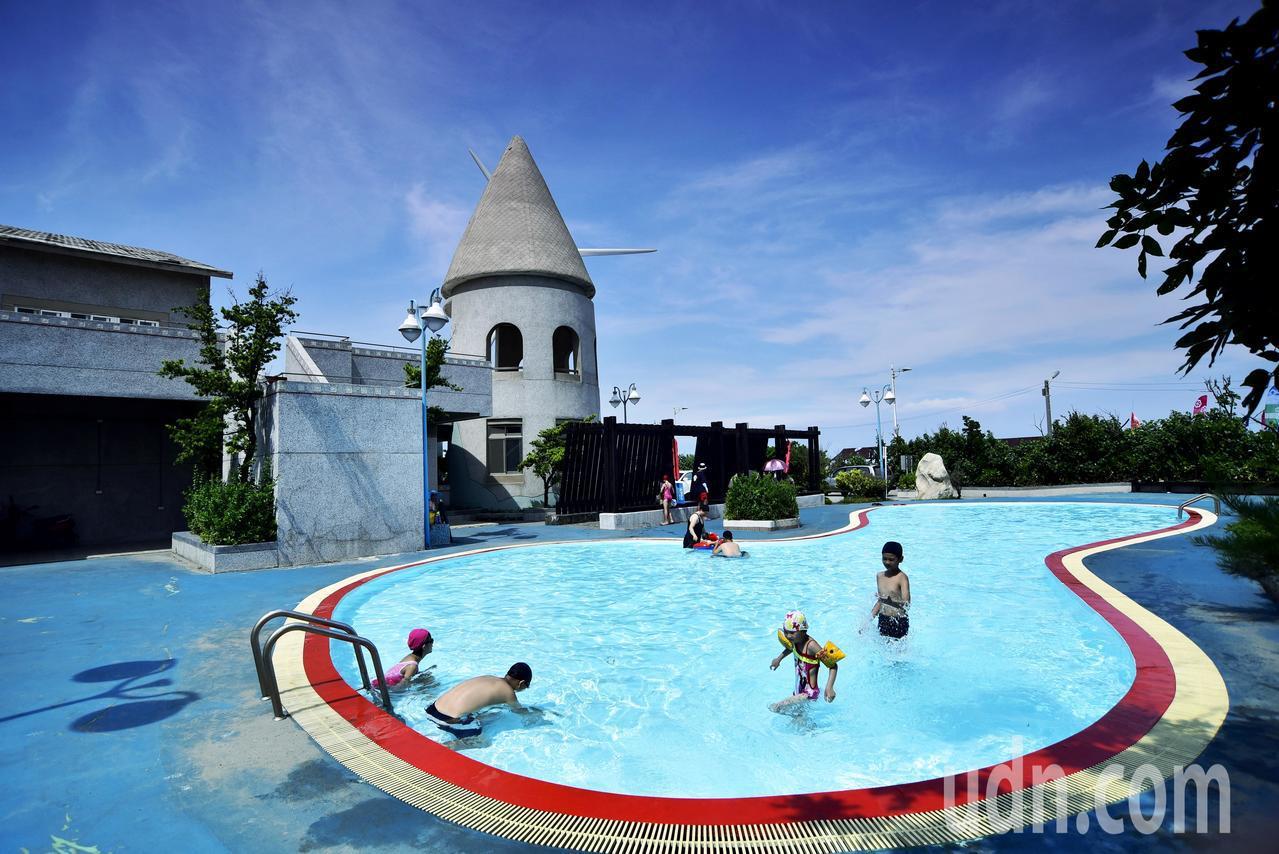 嶄新的大安濱海樂園來了 游泳池免費開放到9月初
