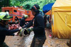 泰北13人岩洞失蹤逾4天 高僧誦經祈福
