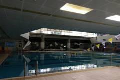 驚!南港運動中心泳池天花板鋼架掉落 1婦人輕傷