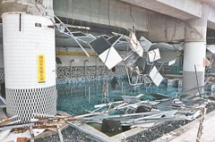 天佑柯P 南港運動中心天花板崩落 險出大事