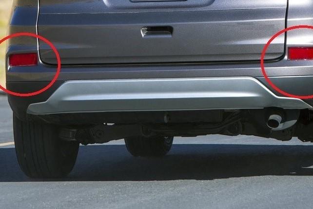 汽車保險桿反光片亮燈 監理所:買來就這樣也不行!