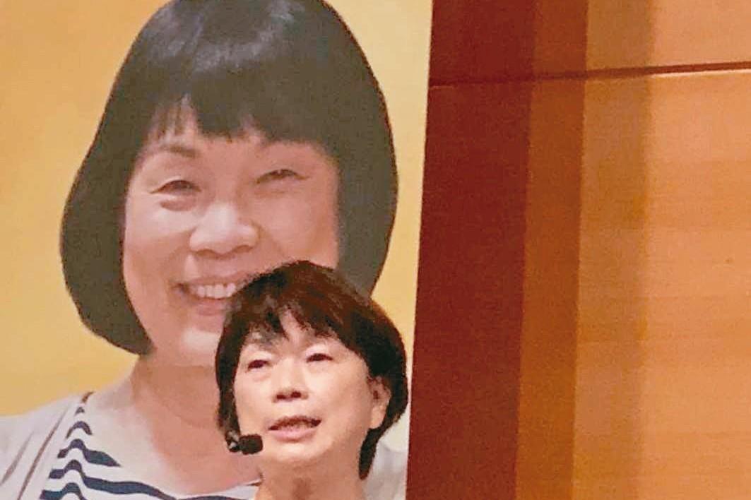 台灣作家龍應台談母女情 香港書展擠爆