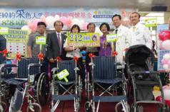 謝言信、謝林玉鶯基金會善舉 捐贈彰基212台輪椅