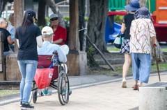 台灣估2022年負成長…長照險買氣激增 女比男踴躍