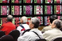 最長萬點帶動 台股基金定時定額扣款增23%
