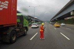 車流呼嘯過… 國道事故班 「拿命在工作」