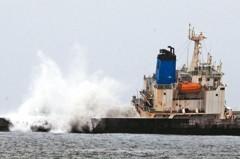 遭浪捲走頻傳 颱風「千里」之外浪最凶險!