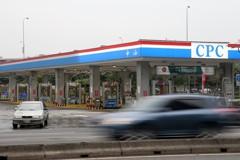跟進油價凍漲 台塑石化周一不調價