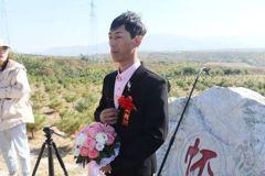 福地辦婚禮 新郎:婚姻在墓地開始也會在墓地結束