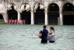 影/暴雨襲義大利致6死 威尼斯水淹156公分