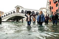 威尼斯水災淹古蹟 市長:全力防洪
