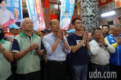 韓國瑜內惟市場拜拜 廟埕擠滿人「一定要握到手」