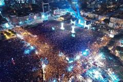 直播/韓國瑜晚會湧9萬人 韓冰現身「感謝支持父親」