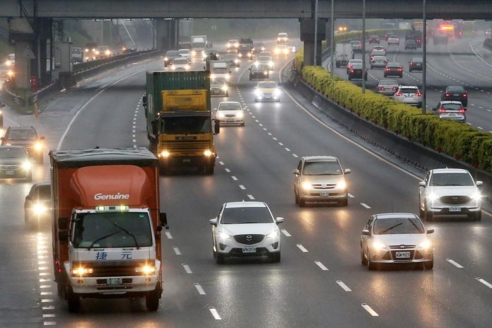 老柴油車國道20公里優惠擬取消 收費系統修改中