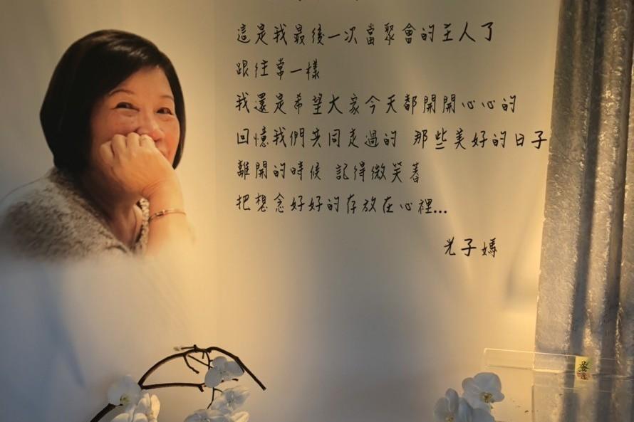 天后推手陳鎮川母辦告別式 張小燕、S.H.E擁抱致哀