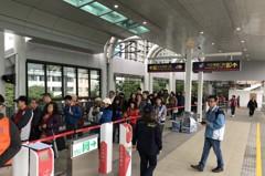 影/淡海輕軌首日 轉乘站紅樹林最久要排3小時