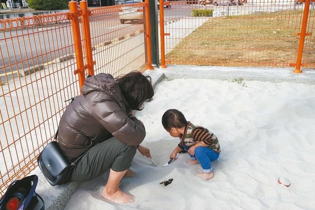 要有公德心! 孩童遊戲的沙坑別當寵物茅坑