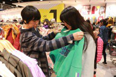 NET服飾10年送1億餘元購衣金 讓弱勢孩子過年有新衣