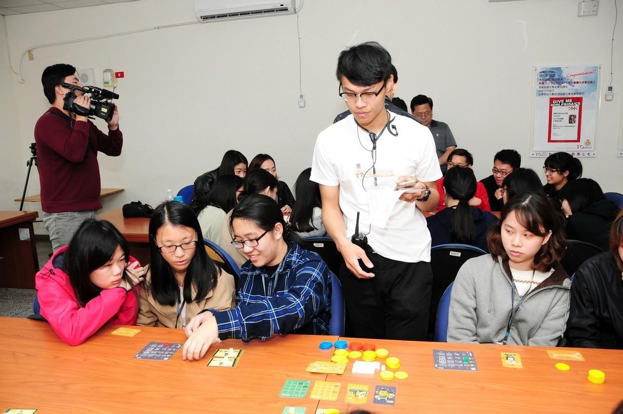 靜宜研發桌遊 學生企業從遊戲學餐飲管理