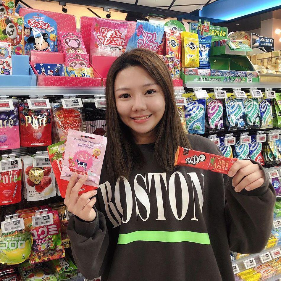 超商首見草莓熱狗!全家便利商店草莓季玩新潮吃法