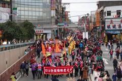 桃園楊梅慶元宵 重現百年踩街滿街人潮