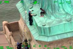 對攀爬婦女判刑前 美法官也要攀登自由女神像