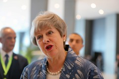 梅伊傳將排除無協議脫歐 開啟延後出走可能性