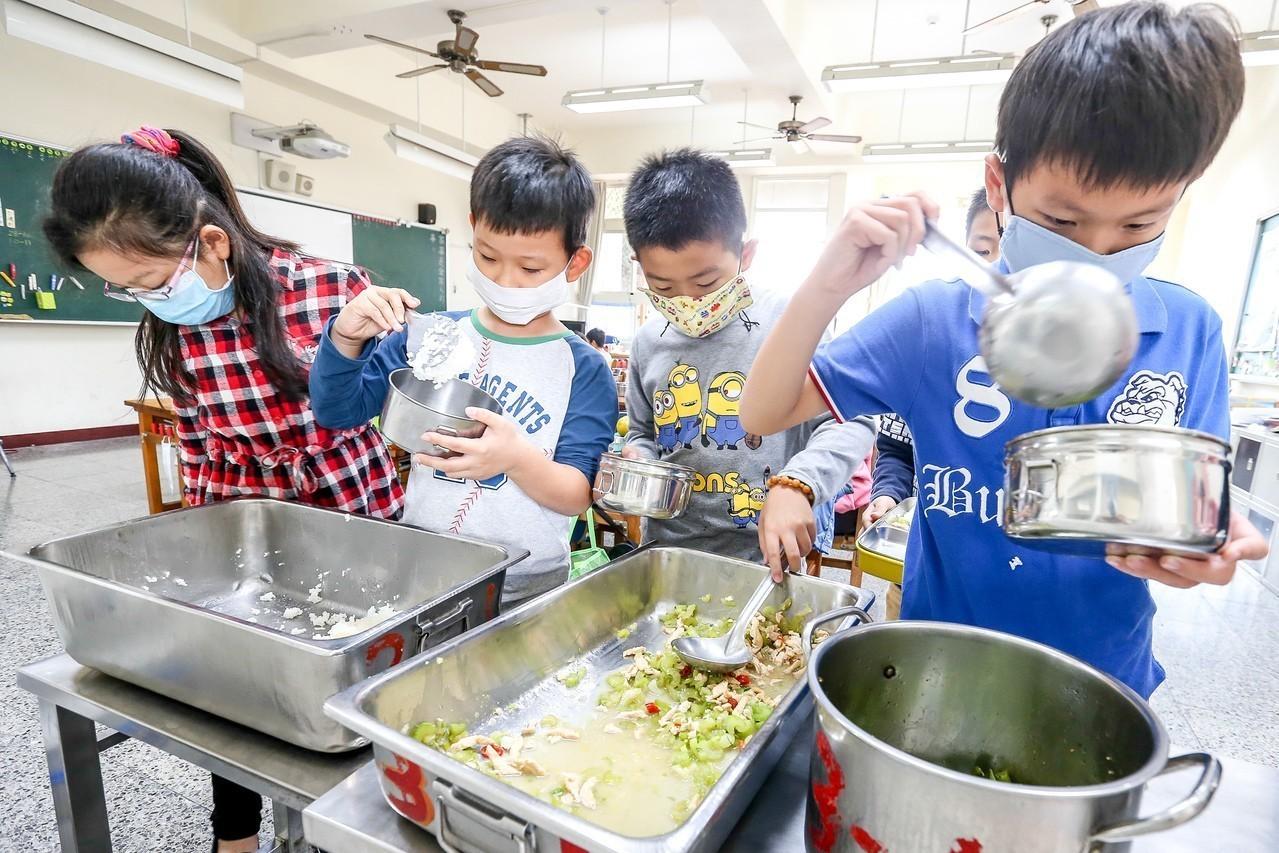 1營養師顧4000童…5月午餐專法增人力