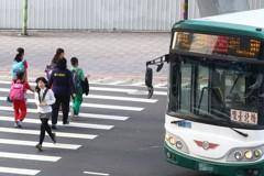 轉彎雷達警示 北市公車9月前須加裝