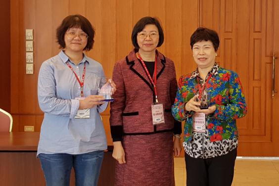 助師生實踐終生學習 崑大圖書館長閔蓉蓉獲傑出貢獻獎