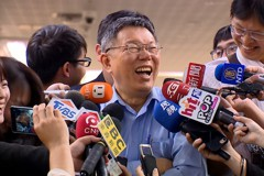 影/阿扁自拍拿超穩 柯文哲大笑:他焦慮時還是會抖