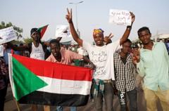 影/踢走30年總統 迎來新獨裁者...蘇丹人由喜轉怒