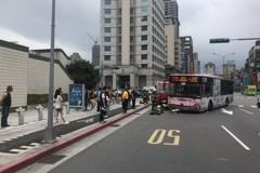 北市公車轉彎又撞路人 老婦確定截肢