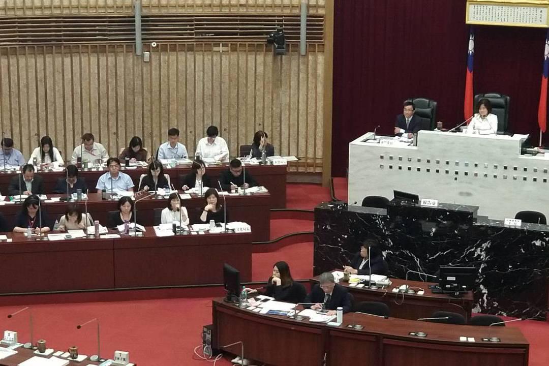不滿王淺秋訪美缺席 新聞局官員被綠營轟出議事廳