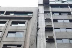 影/強震北市傳災情!長安東路大樓傾斜 疏散百餘人