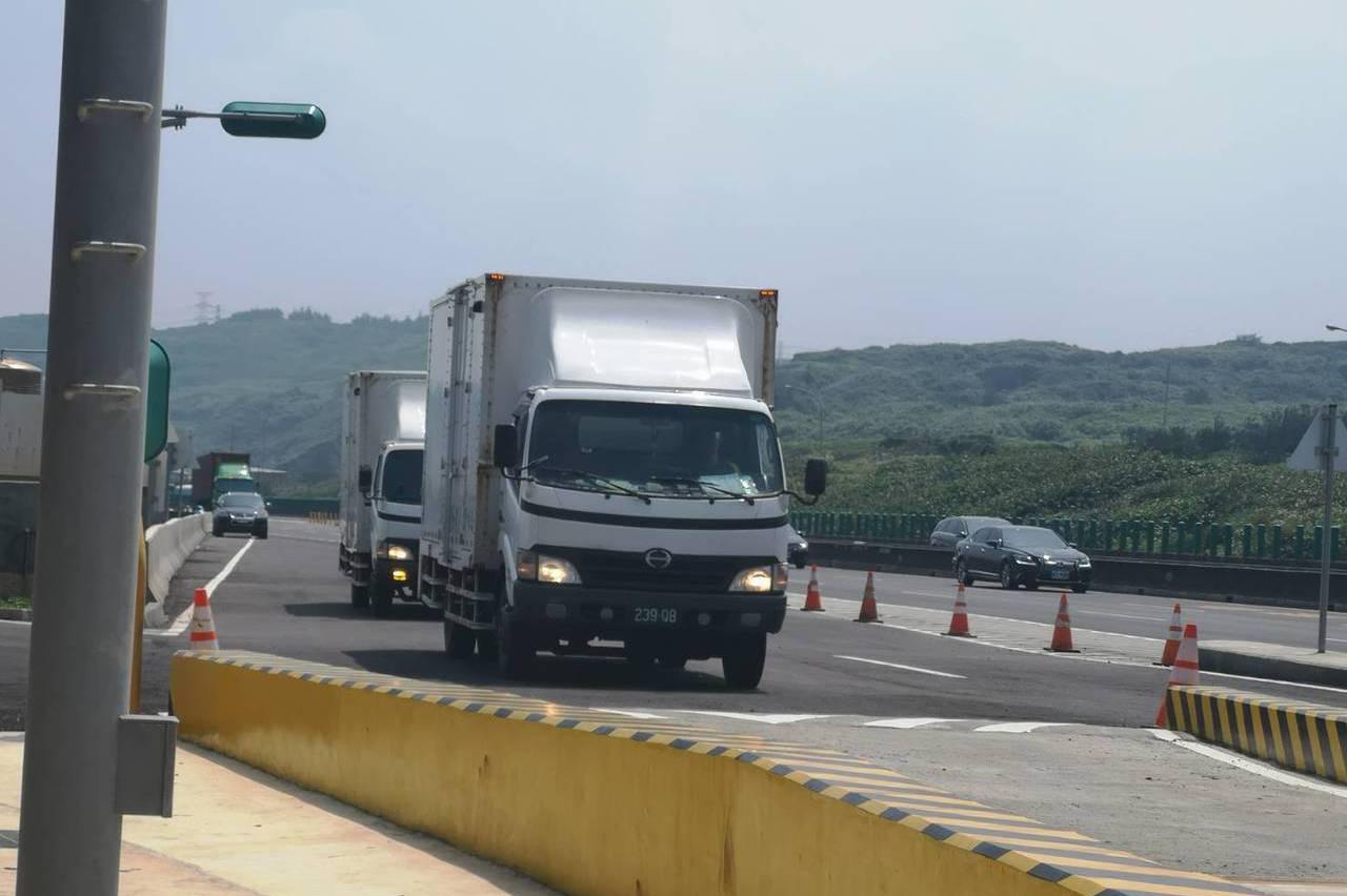 國道試辦動態地磅7天 33輛逃磅貨車將開罰9萬