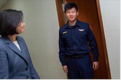 警察制服換新 蔡總統「前任沒做的,我說到做到」
