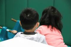 桃園傳虐童案 狠父母甩棍打斷7歲男童手臂
