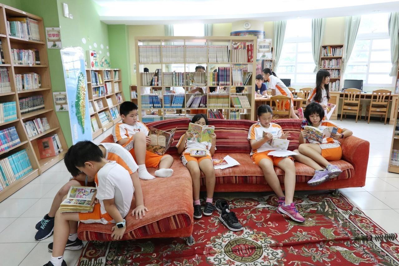 世界閱讀日 桃新埔國小辦「獵書藏寶地圖」活動超有趣