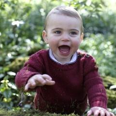 路易小王子一歲了!肥嘟嘟臉蛋跟哥哥喬治一模一樣