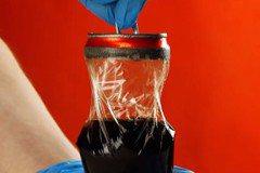 影/科普影片揭密!溶掉鋁罐外層 內部竟有塑膠膜