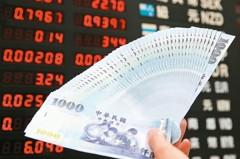 台股大漲新台幣卻連兩貶 匯銀主管這麼說