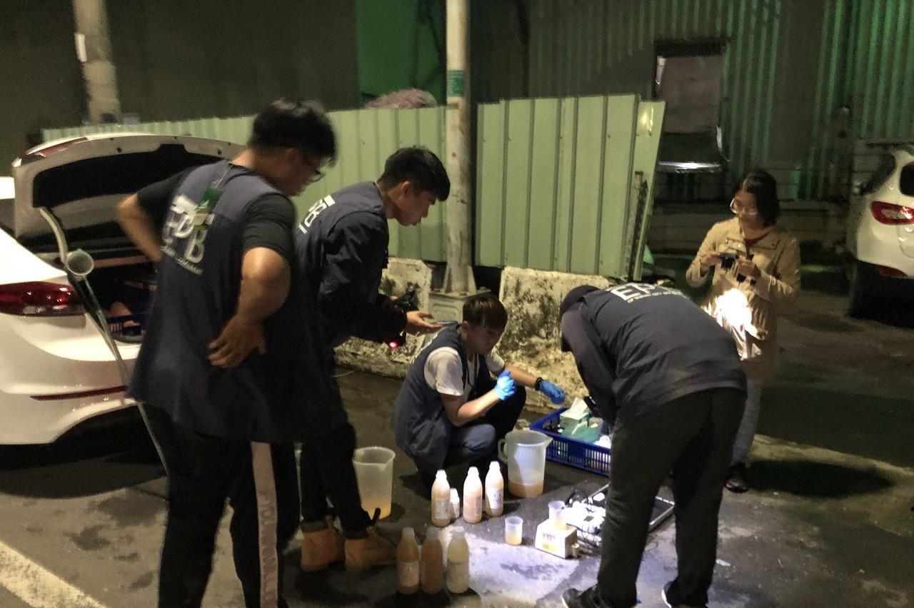 台南查緝偷排汙水過程 從3公尺躍下好像電影場景