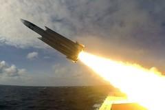 海軍雄三射訓紀錄曝光 飛彈2.4馬赫高速命中目標