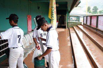 華南青少棒/雨勢過大 A、B組部分賽事延至11日