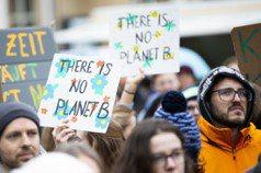 到街頭上一堂學校沒教的氣候課! 全球學生掀起氣候變遷罷課潮,台灣老中青三代皆響應