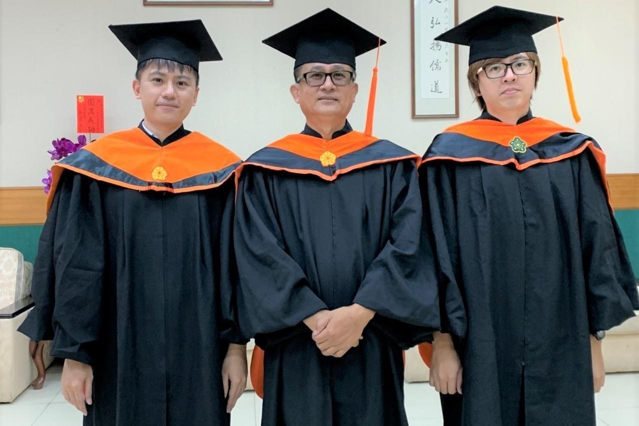 爸爸是我同班同學 屏科大父子三人同時畢業