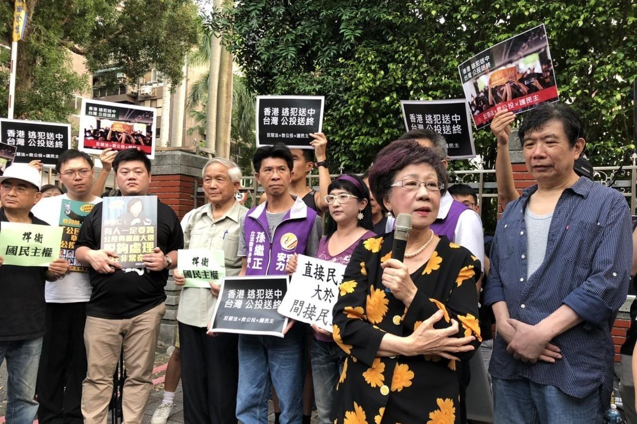 逾期補正 呂秀蓮「台灣和平中立」公投遭中選會駁回