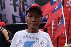 凌晨3點騎機車高雄出發 75歲韓粉長征台中挺韓