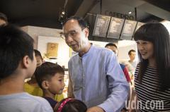 韓國瑜頻造勢「回應民眾」 朱立倫:現在不是要大選